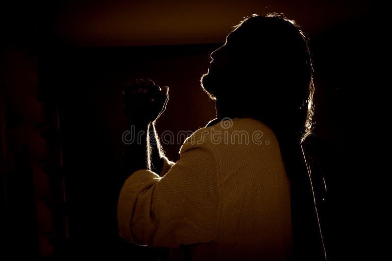 Jesus Christ que ruega en la noche fotografía de archivo libre de regalías
