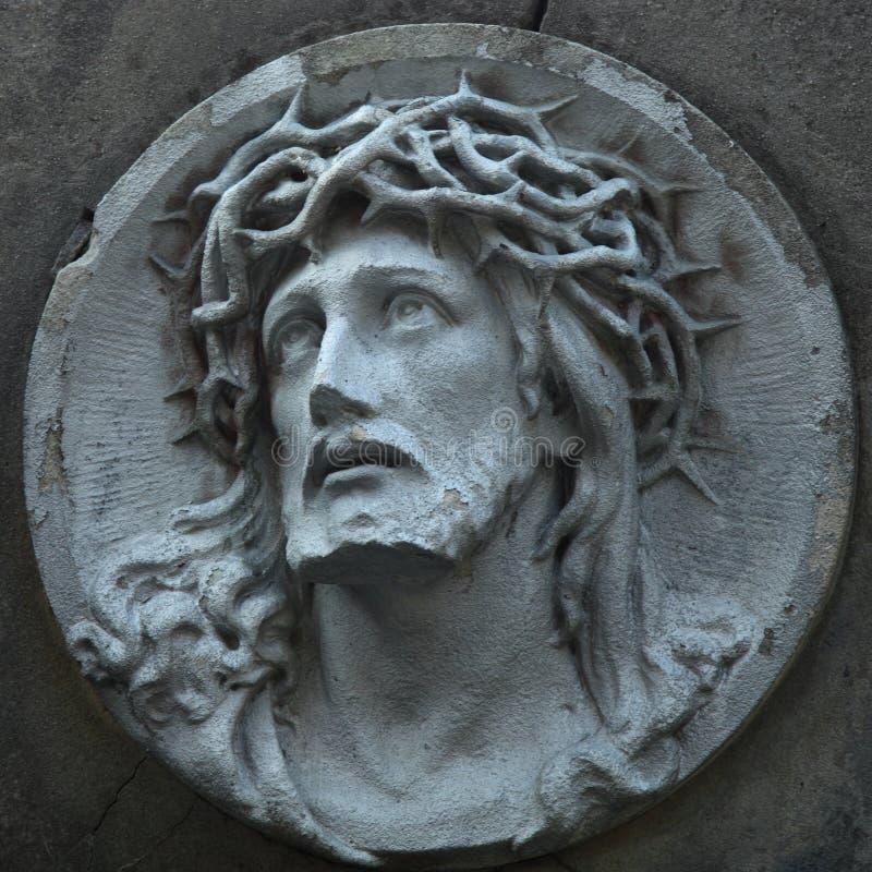 Jesus Christ-Statue gegen einen Hintergrund des grauen Steins lizenzfreie stockfotos