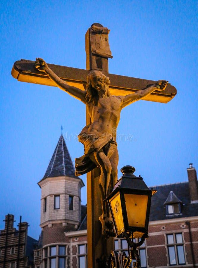 Jesus Christ sulla statua trasversale fotografie stock
