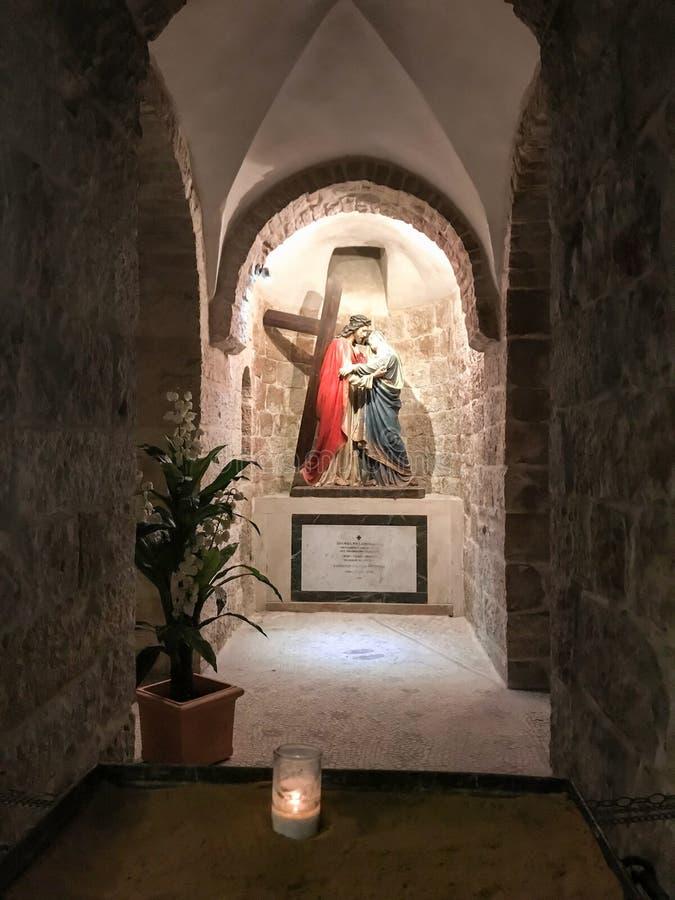 Jesus Christ y Virgen María con la cruz en una iglesia armenia en Jerusalén, Israel imagen de archivo