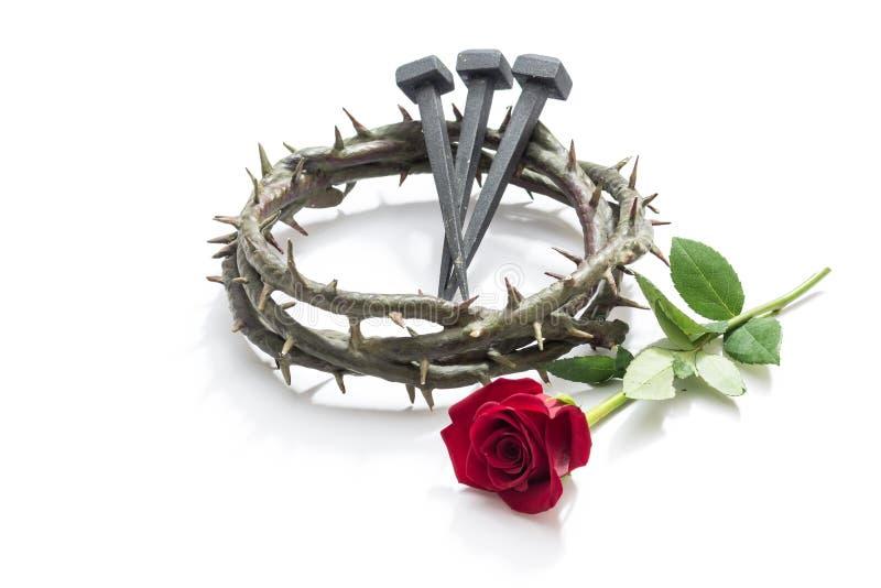 Jesus ChristDornenkrone, Nägeln und einer Rose stockfotografie