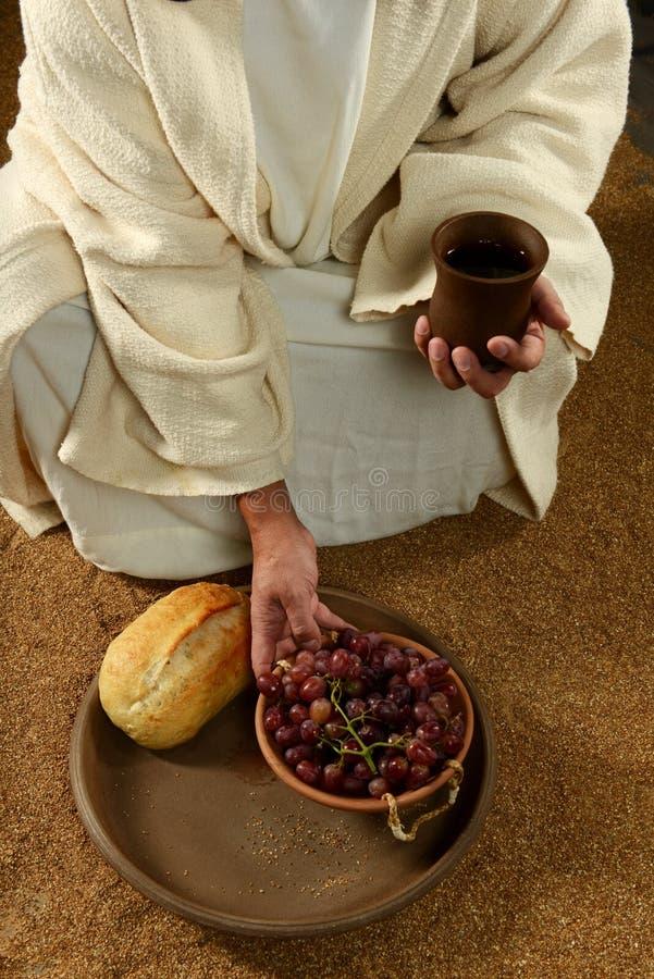 Jesus com vinho e uvas do pão fotos de stock royalty free