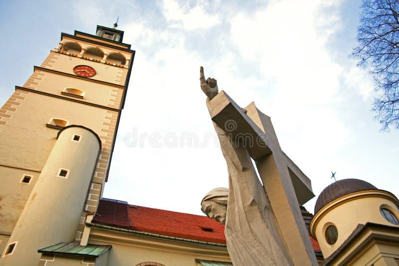 Jesus Cristo que aponta seu dedo na igreja do céu imagens de stock royalty free