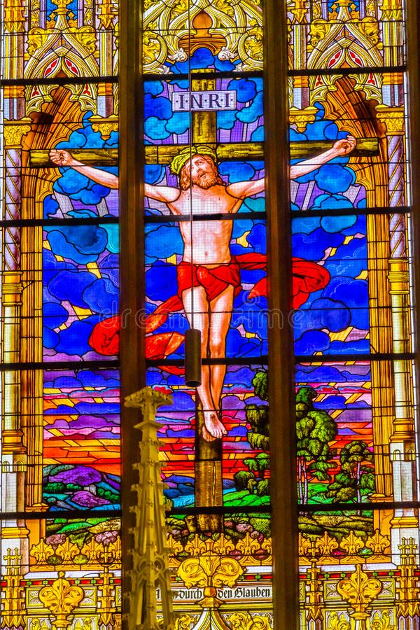 Jesus Crucifixion Stained Glass All-Heilig-Schloss-Kirche Schloss lizenzfreies stockfoto