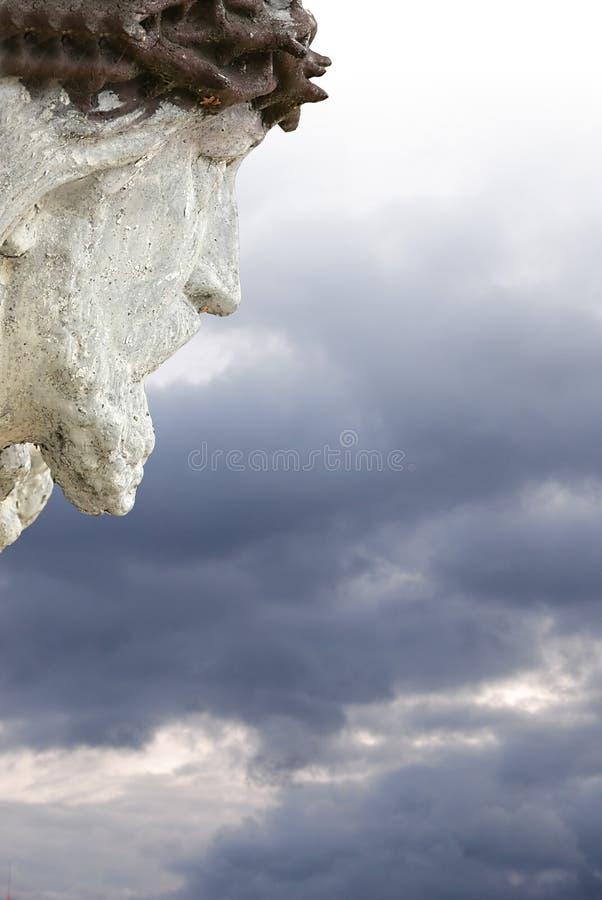 Jesus, der unten vom Himmel schaut stockbilder