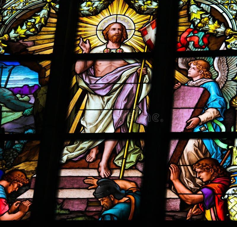Jesus, der vom Grab steigt stockbild