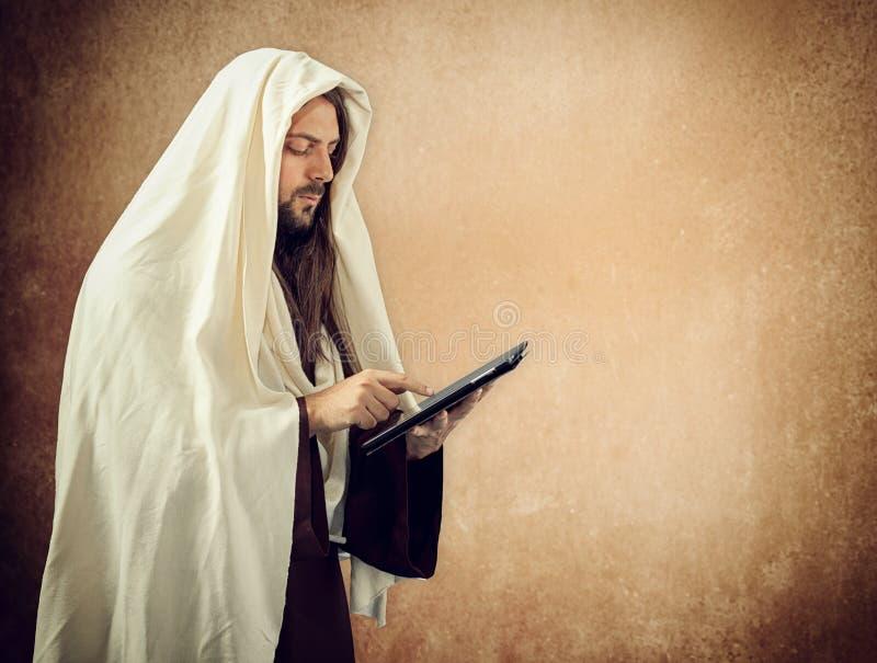 Download Jesus gebruikt de tablet stock afbeelding. Afbeelding bestaande uit verandering - 39112139