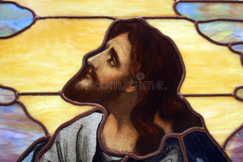Jesus im Buntglas stockfoto