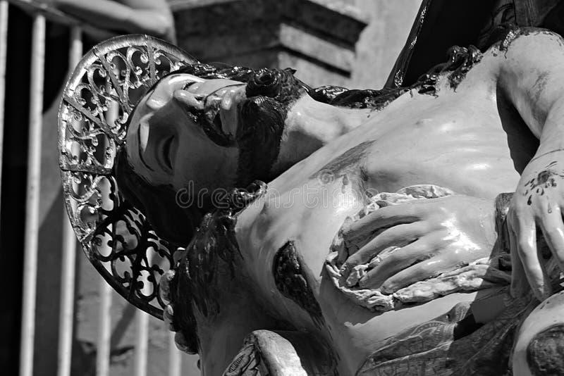Jesus Kristus död i Madonnas armar fotografering för bildbyråer
