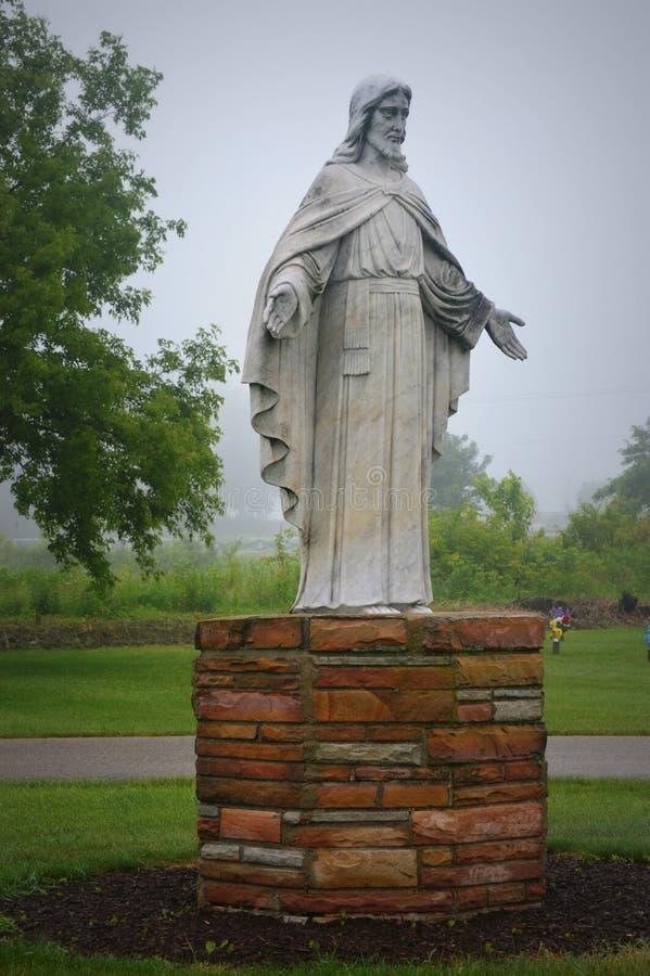 Jesus med den öppna armstatyn royaltyfria bilder
