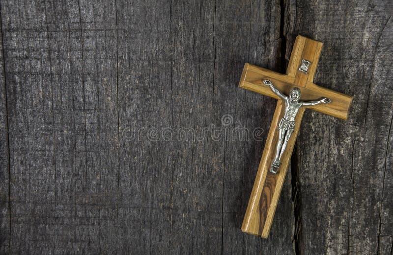Jesus na cruz: decoração no fundo de madeira Ideia para um cond imagens de stock royalty free