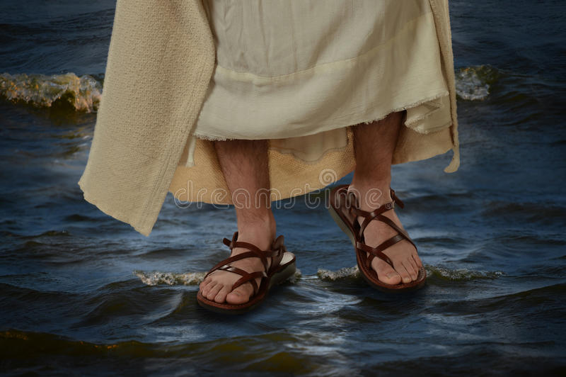 Jesus que anda na água foto de stock
