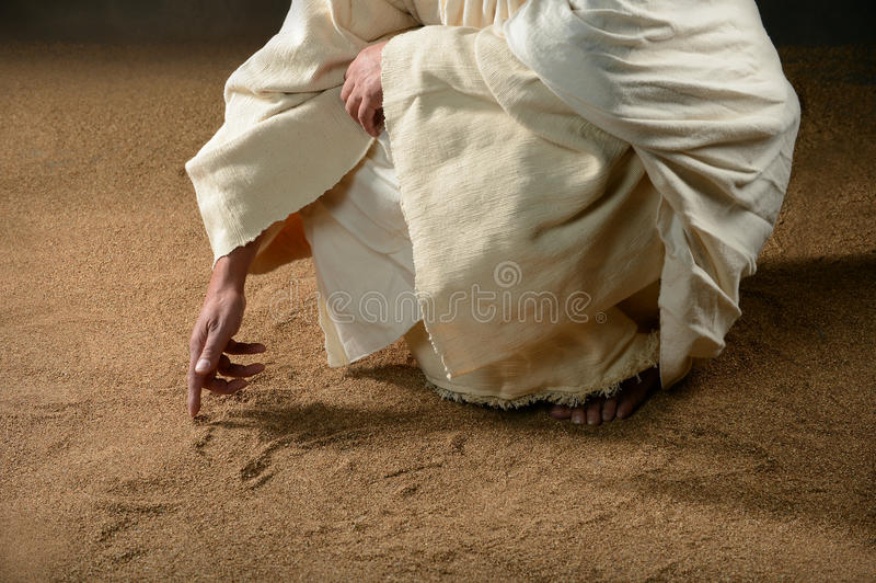 Jesus-Schreiben im Sand stockfoto