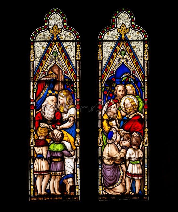 Jesus und Kind-Buntglas-Fenster stockfotos