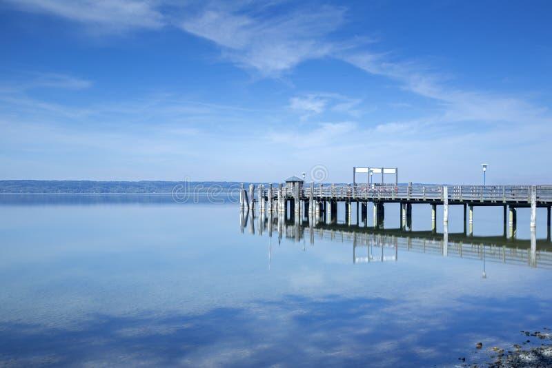 Jetée au lac Ammersee, Bavière, Allemagne images libres de droits