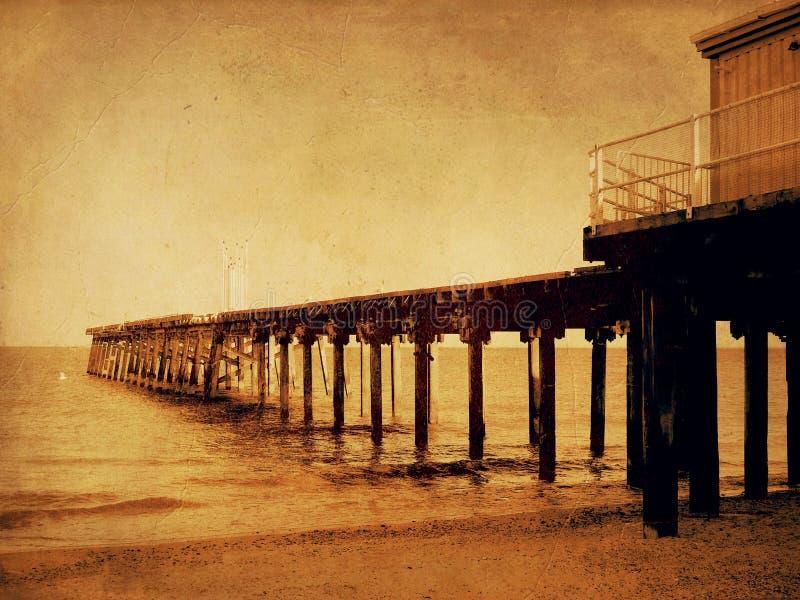 Jetée Claremont de la plage de Lowestoft Suffolk le soir photo stock