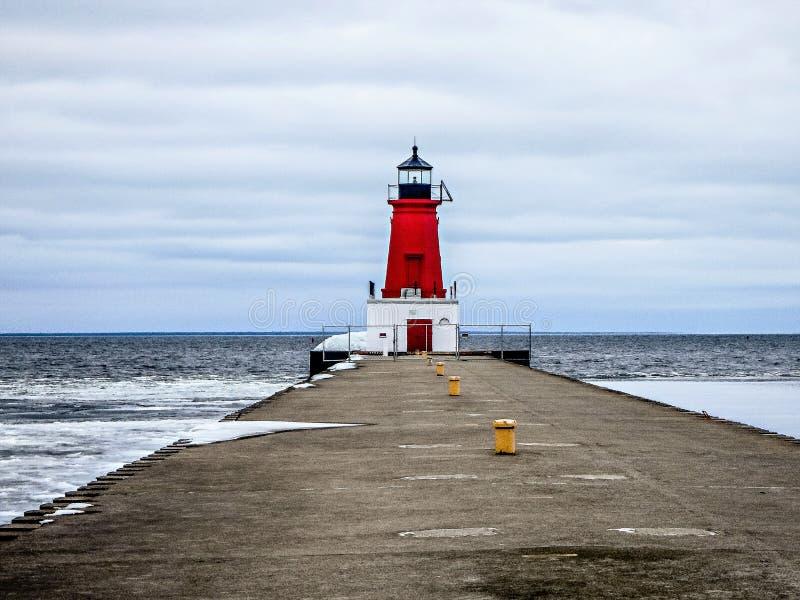 Jetée de phare d'Ann Arbor sur la côte ouest du lac Michigan photo stock