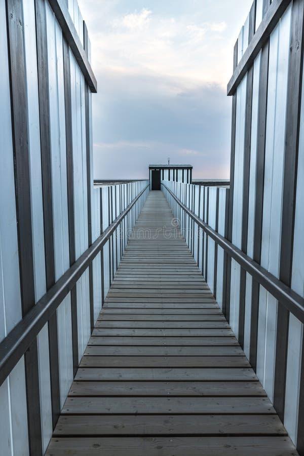Jetée sur la côte française photographie stock libre de droits