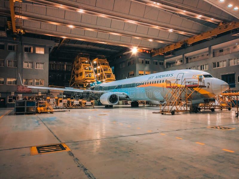 Jet Airways Plane In Hangar imagenes de archivo