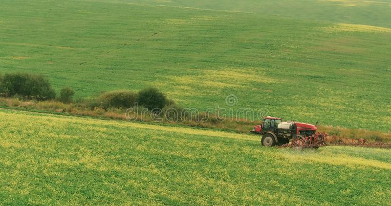 Jet Autumn Crop Field de tracteur de ferme Photo aérienne photos stock