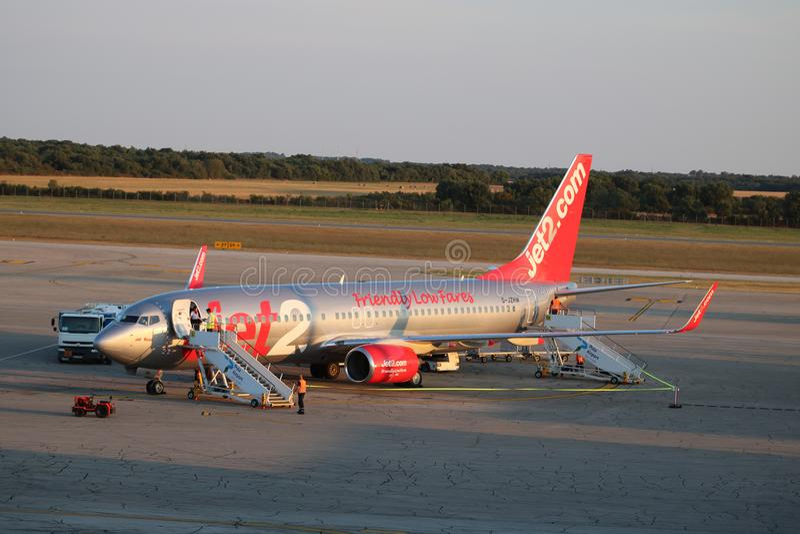Jet2 Boeing 737-800 am Pulaflughafen Kroatien lizenzfreies stockbild