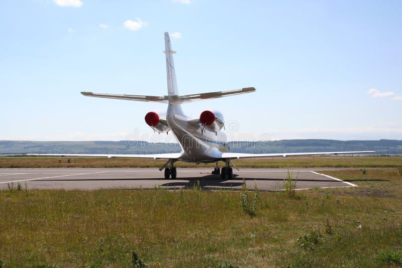 Jet corporativo all'aeroporto fotografia stock