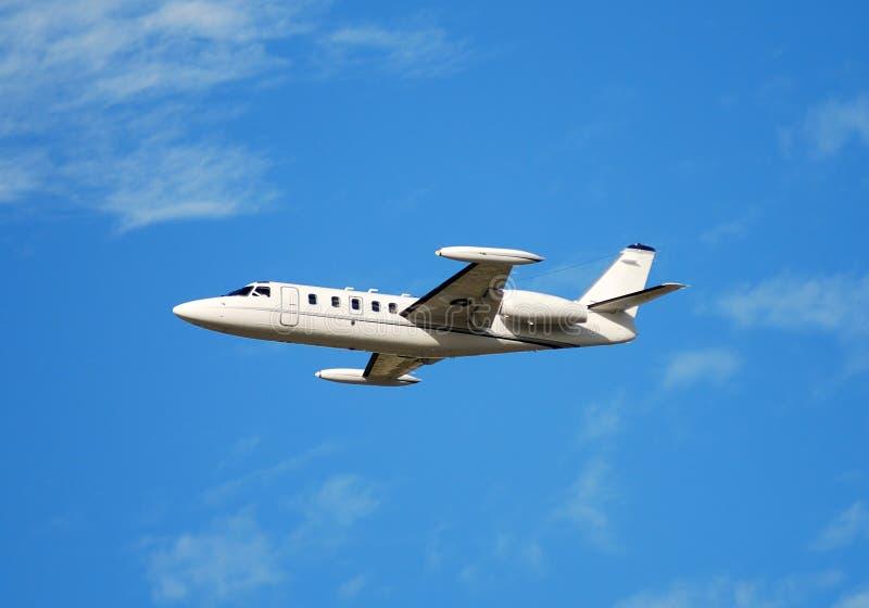 Jet de carta privado en vuelo fotografía de archivo libre de regalías