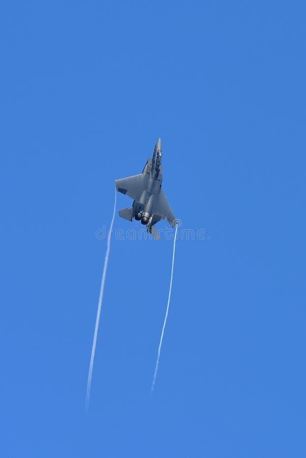 Jet de figher de RSAF F-15SG exécutant des acrobaties aériennes à Singapour Airshow photos stock