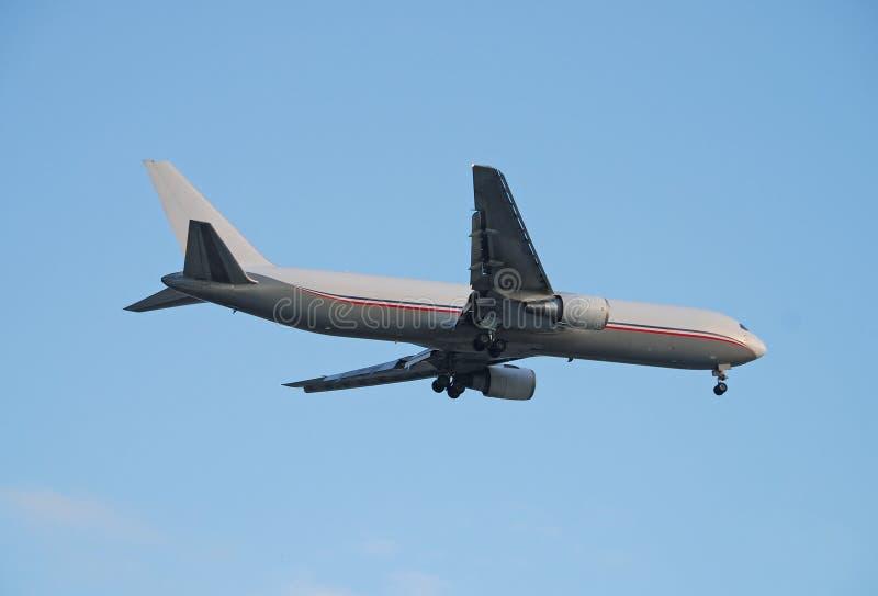 Jet de fret de Boeing 767 photographie stock