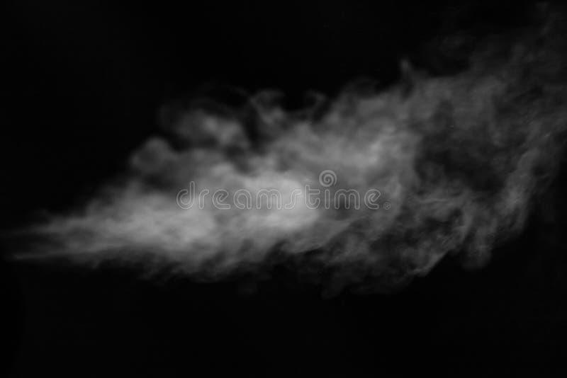 Jet de fumée sur le fond noir Foyer s?lectif photo stock