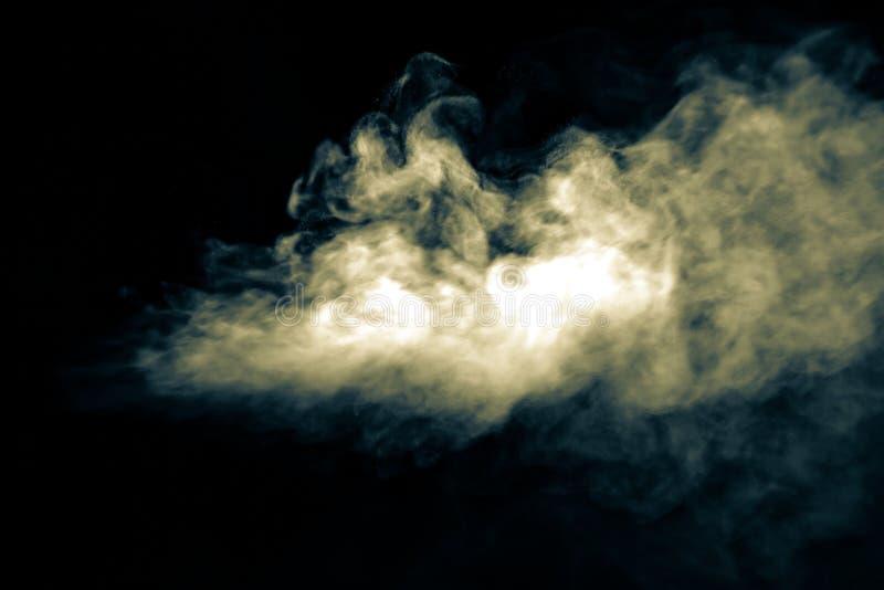 Jet de fumée sur le fond noir Foyer s?lectif toned photos libres de droits