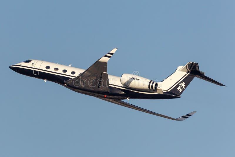 Jet de lujo del negocio de la gama larga de Gulfstream G650 poseído por el aeropuerto internacional de salida Las Vegas de Steve  fotos de archivo