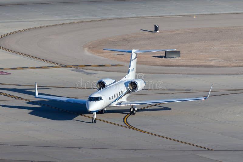 Jet de lujo N67TM del negocio de Gulfstream G-IV en el aeropuerto internacional Las Vegas de McCarran imagenes de archivo