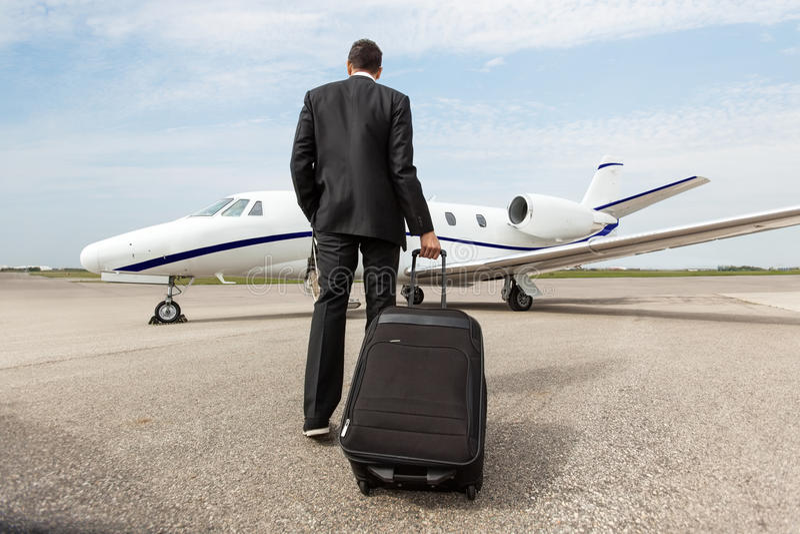 Jet de Walking Towards Corporate del hombre de negocios imagenes de archivo