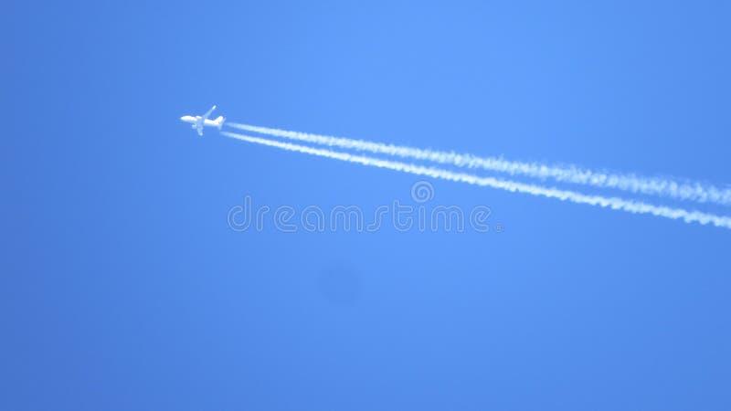 Jet en mosca imagen de archivo libre de regalías