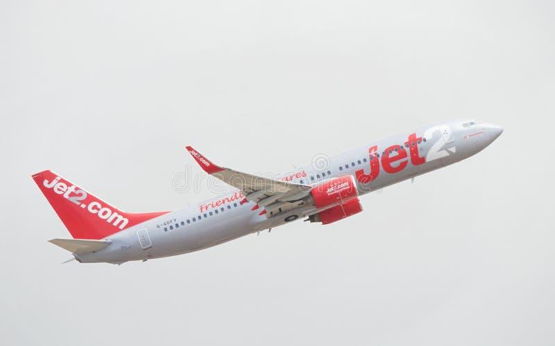 JET2 Fuerteventura B737 após decolam em um dia nebuloso imagem de stock royalty free
