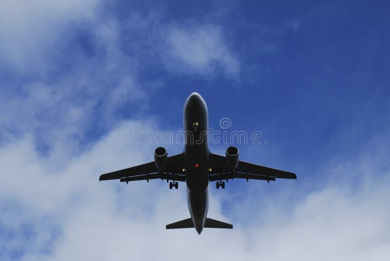Jet inferior del vuelo foto de archivo libre de regalías