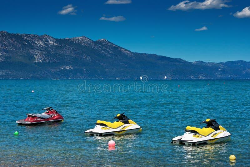 Jet-Ski auf dem See lizenzfreie stockfotos