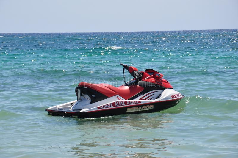 Jet Ski dans l'eau images libres de droits