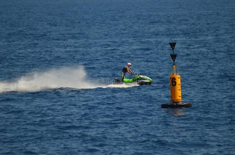 Jet Ski, die Boje führt lizenzfreie stockfotos