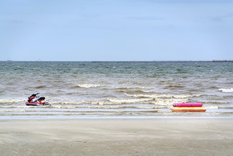 Jet Ski e barca di gonfiamento nel mare fotografie stock