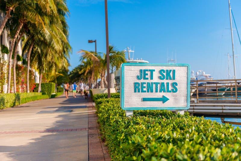 Jet Ski Rentals firma adentro la playa del sur la Florida de Miami fotos de archivo libres de regalías