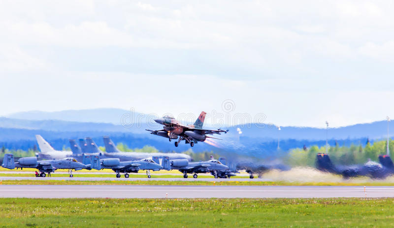 Download Jet Taking Off #2 redaktionell foto. Bild av snabbt, start - 76701325