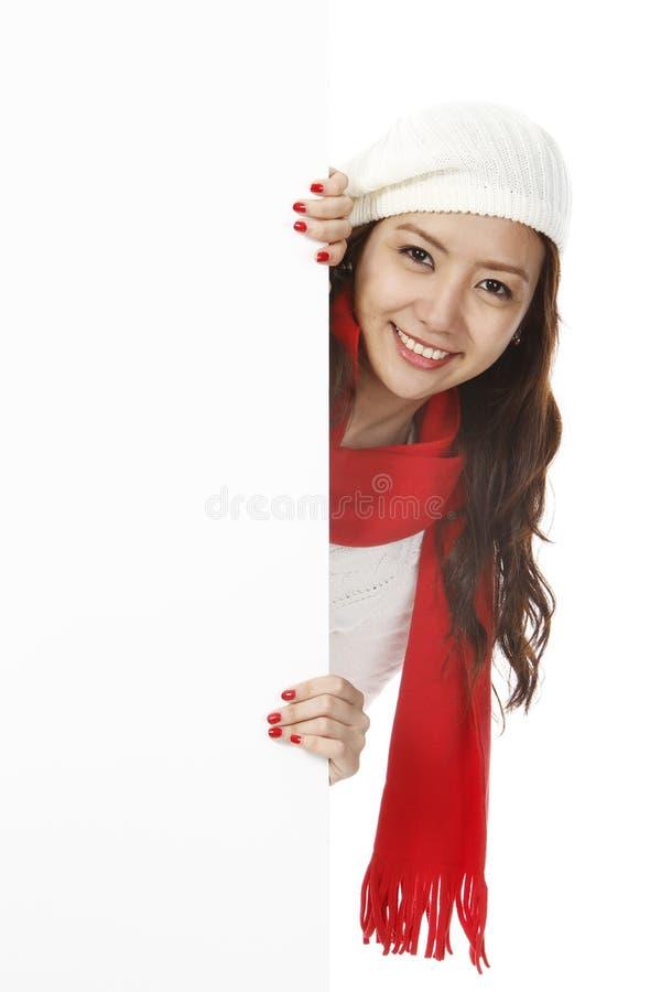 Jeter un coup d 39 oeil de jeune femme photo stock image du hiver vide 26860588 - Jeter un coup d oeil anglais ...