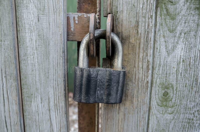 Jetez le château sur les portes en bois photo libre de droits