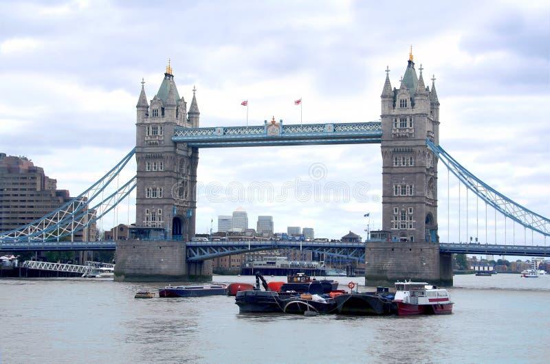 jetez un pont sur la tour photographie stock libre de droits