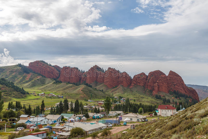 Jeti-Oguz sete rochas dos touros Issyk Kul, Quirguizistão fotos de stock royalty free