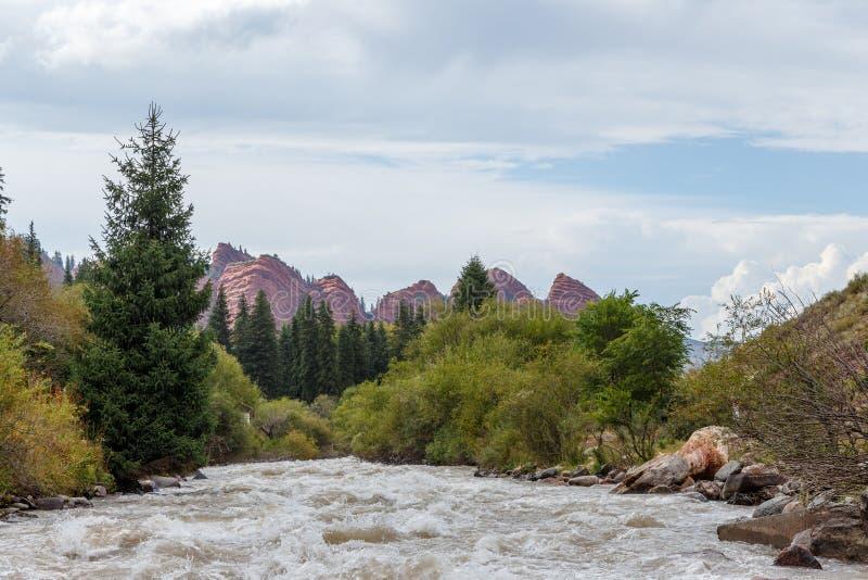 Jeti-Oguz sju tjurar vaggar Issyk Kul, Kirgizistan fotografering för bildbyråer