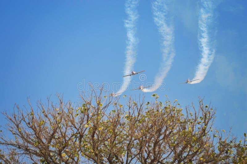 Jets plongeant vers le bas photographie stock