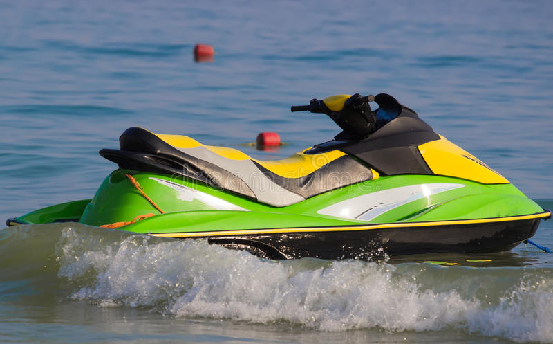 Download Jetski на пляже стоковое изображение. изображение насчитывающей переход - 56658197